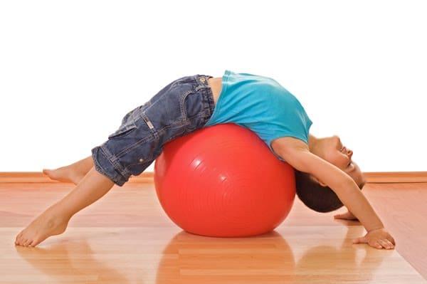Actividades de equilibrio y coordinación para ayudar a los niños a atender y concentrarse en tareas académicas