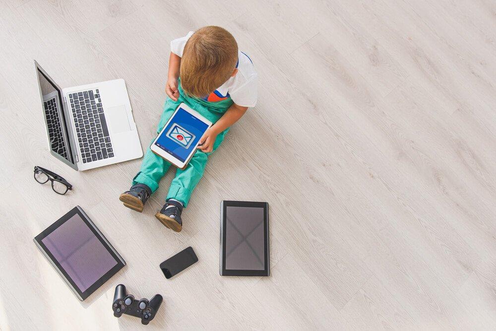 A más tiempo usando pantallas, peor capacidad de aprendizaje