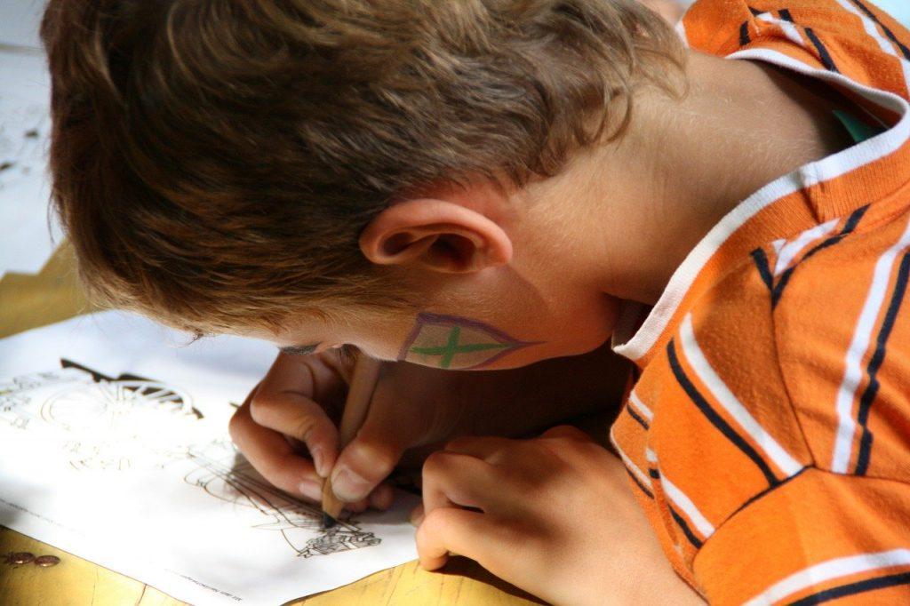 Cómo establecer la preparación emocional, la memoria muscular y el control de los impulsos en su hijo